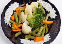 Какие овощи полезнее: сырые или вареные