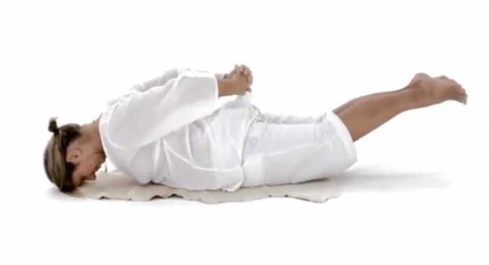 упражнение, лежа на животе